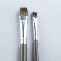 très pratique pour des effets de feuillage, pelage, nervures, avec le pinceau plat effilé Léonard 50EF N°12